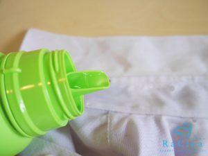 ワイシャツの襟に酸素系漂白剤を塗布